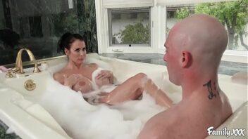 Novinhas no banho fodendo com dotado
