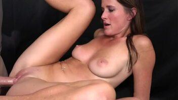 Sirirca de coroa em vídeo de sexo