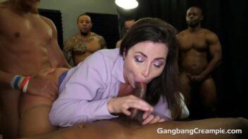 Putinhos comendo mulher safada em suruba amadora